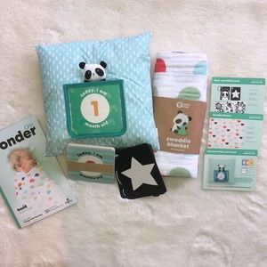 Milestone pillow, swaddle blanket & flash cards